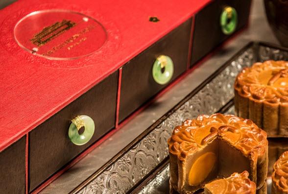 Fullerton-hotel-mooncake-2015_traditional